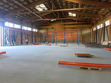 02 Lagerhalle Schüpfen: Aufbau Gestelle